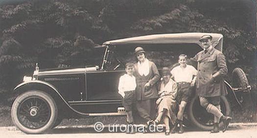 familie-vor-oldtimer-1924-a