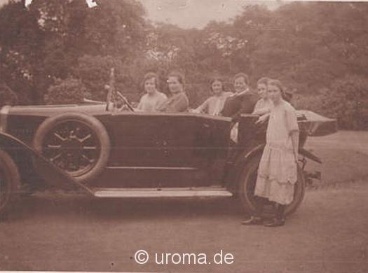 frauen-im-oldtimer-925-an