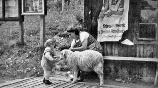 frau-kind-schaf-1940