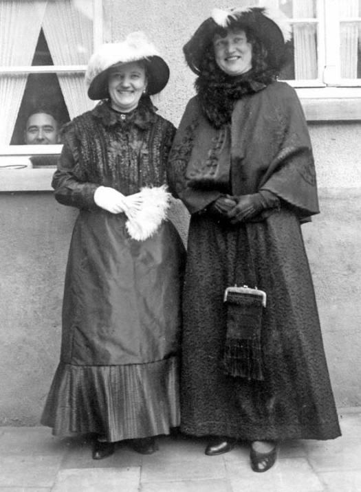 frauen-trachten-1907