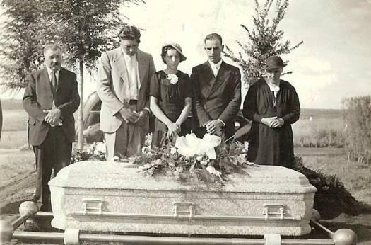 funeral-gathering-g