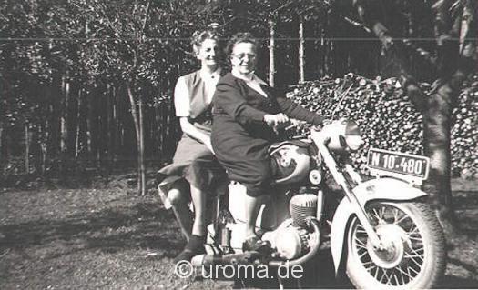 frauen-motorrad-puch-an