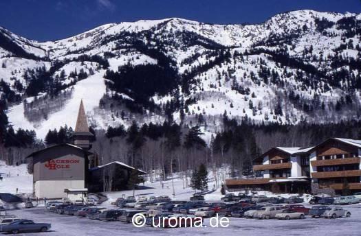 snow-covered-village-g